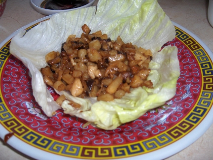 Lettuce wrap with shrimp and a special dipping sauce